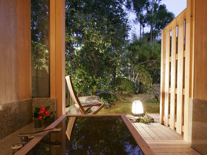 【露天風呂付客室】温泉露天風呂付のお部屋で贅沢なひととき。の画像