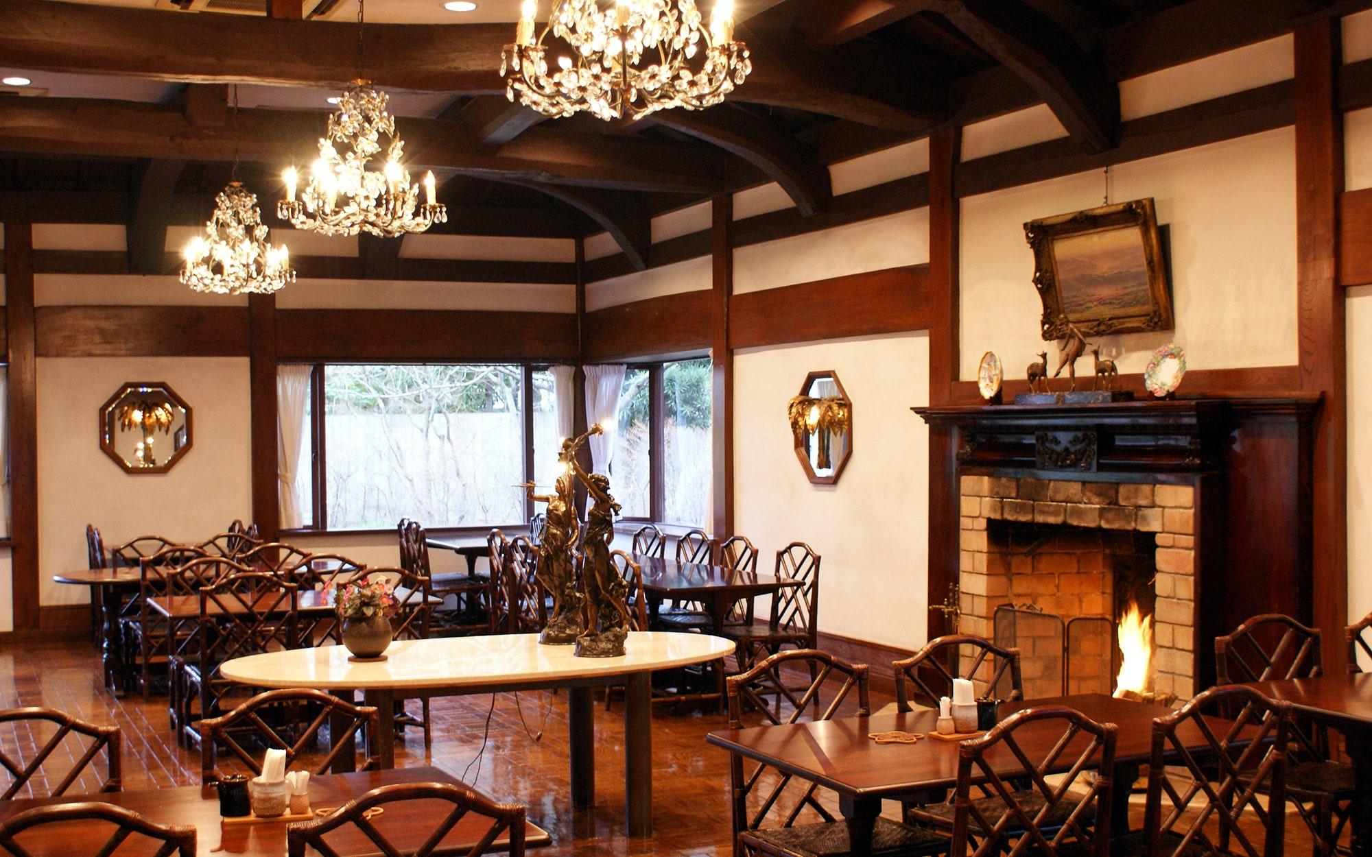 暖炉のある部屋 - 山口県 萩市|世界遺産[萩城下町]唯一の旅館 萩城三の丸 北門屋敷