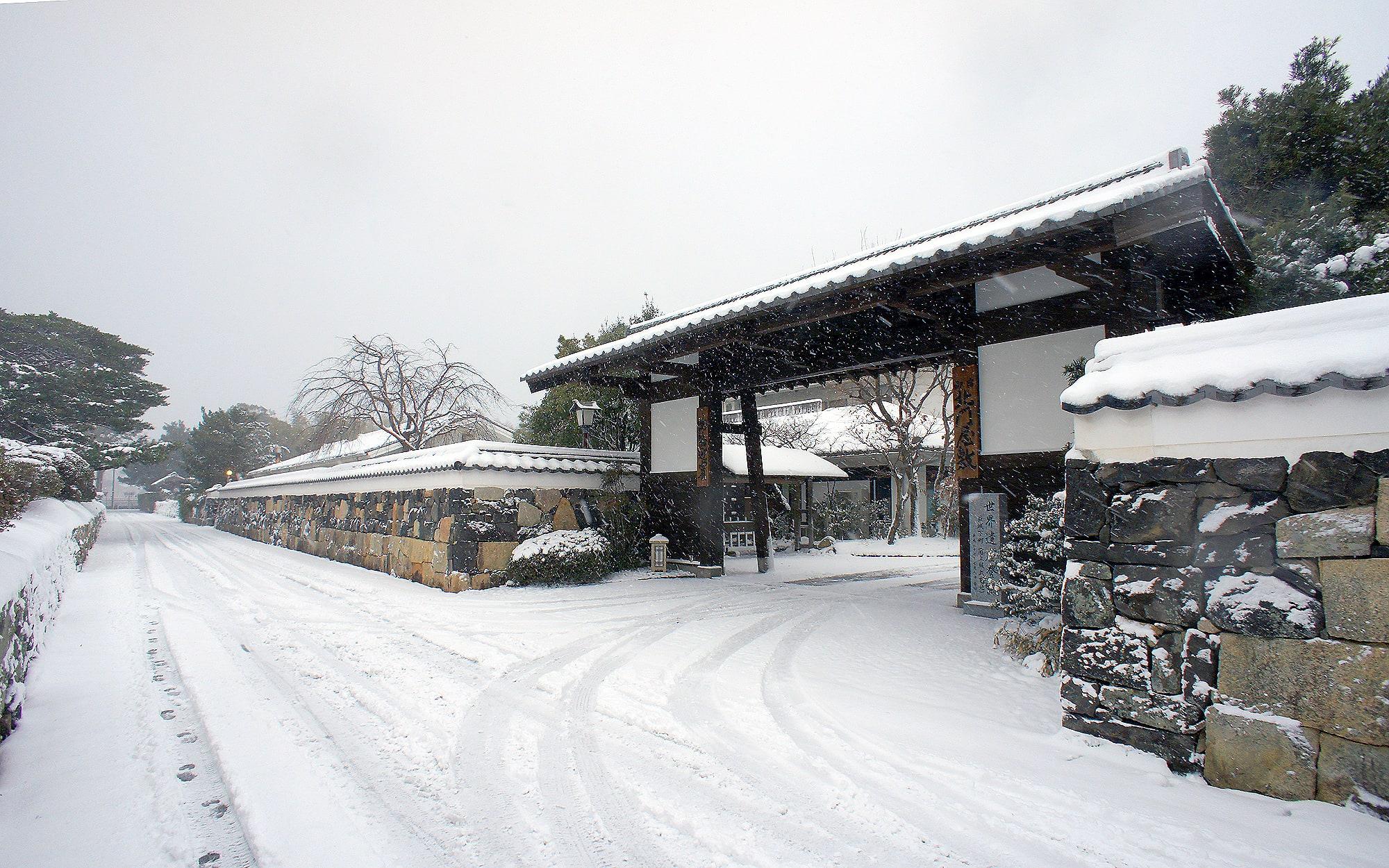 雪正門 - 山口県 萩市|世界遺産[萩城下町]唯一の旅館 萩城三の丸 北門屋敷