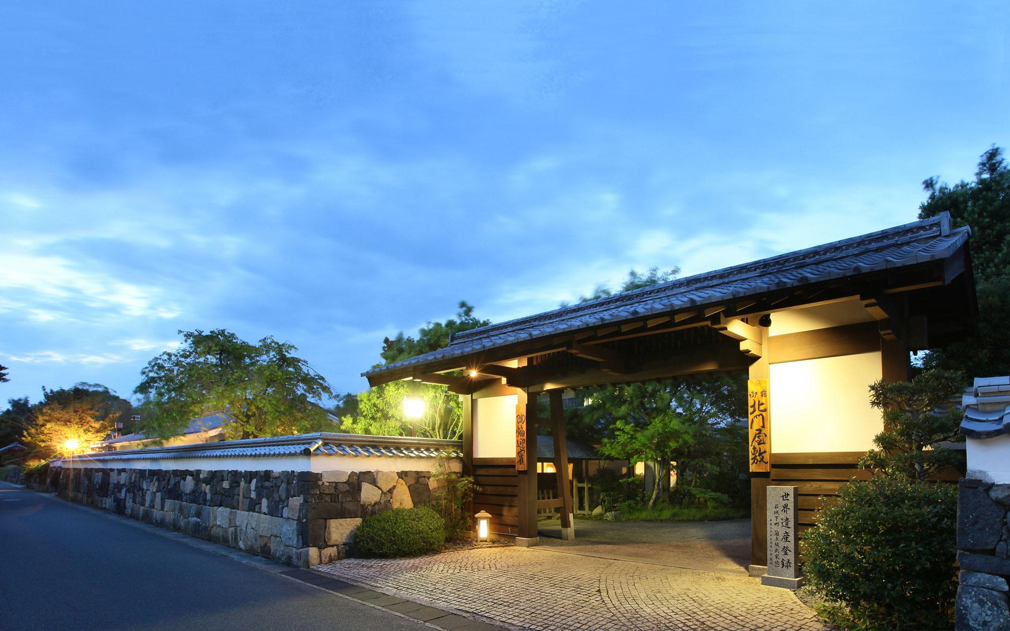 7月 表門夜景 - 山口県 萩市|世界遺産[萩城下町]唯一の旅館 萩城三の丸 北門屋敷